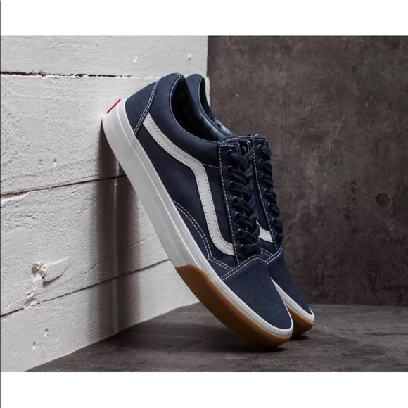 912afda6ff0647 Vans Men s Old Skool Canvas Gum Bumper Dress Blues